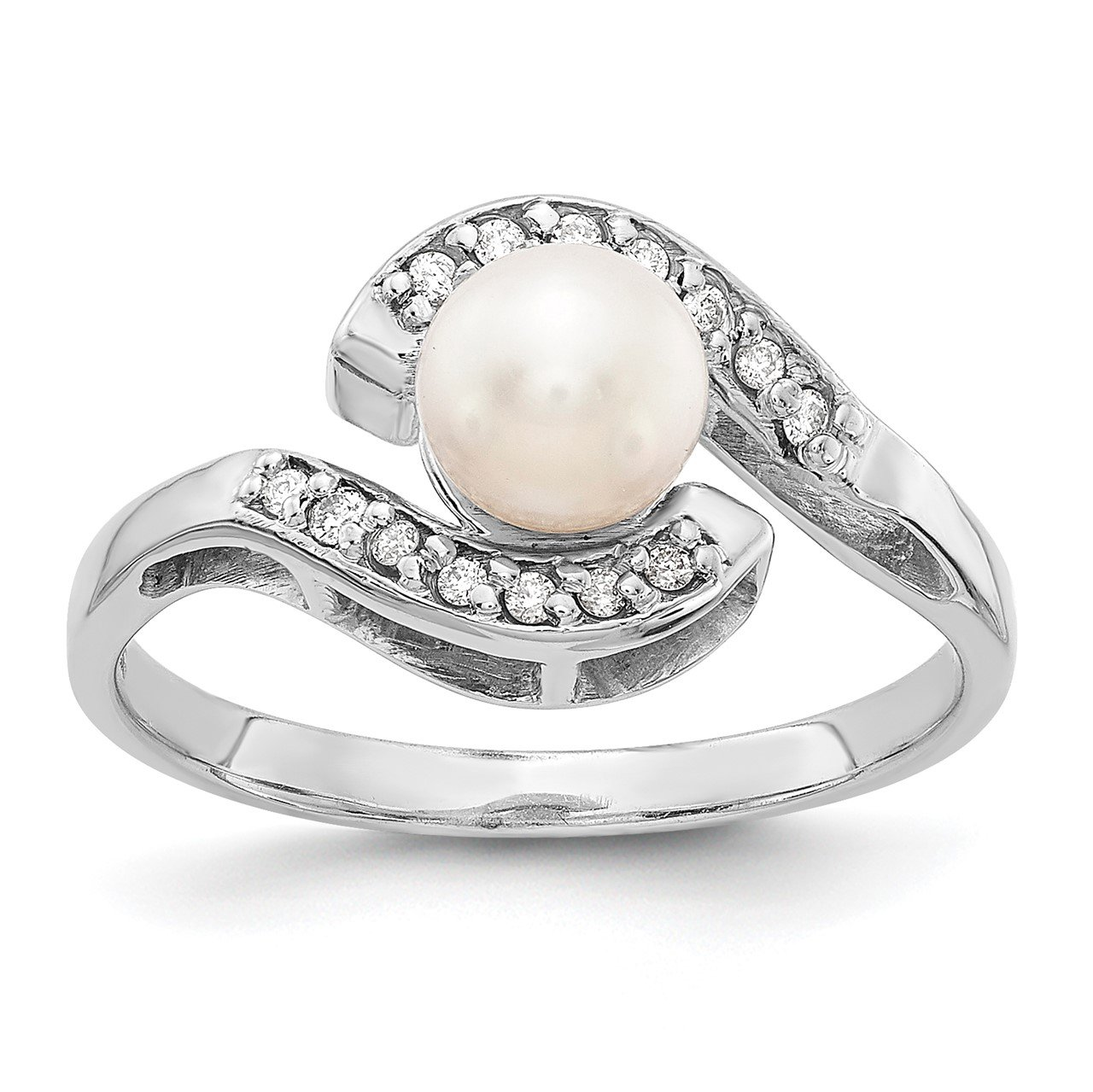 14k White Gold 5.5mm FW Cultured Pearl AA Diamond ring